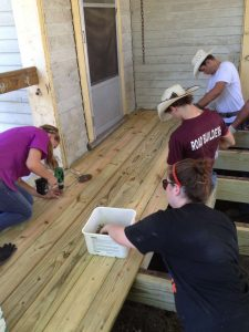 External-Home-Repairs-with-Volunteers-Grassroots-5